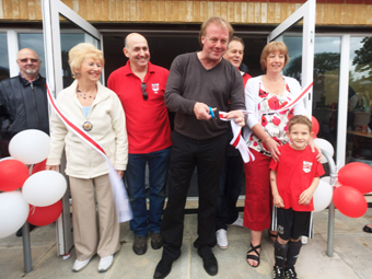SCISSOR MISTER – Kerry Dixon (centre) cuts the ribbon with deputy mayor Anne Roberts (left)