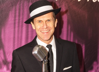 SO SINATRA – Paul Holgate does a good impression of the crooner