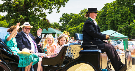 FIT FOR A QUEEN – the Parish Day Royal Family and Mayor and Mayoress arrive by horse-drawn carriage