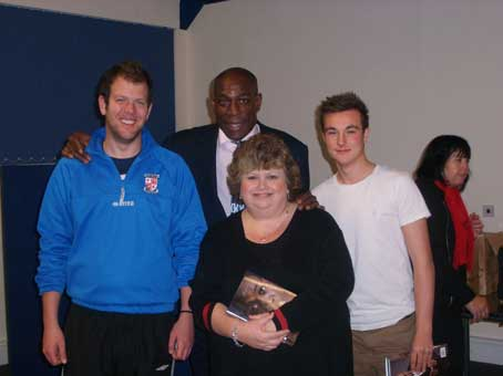 KNOCKOUT - Jane and her team meet boxing legend Frank Bruno