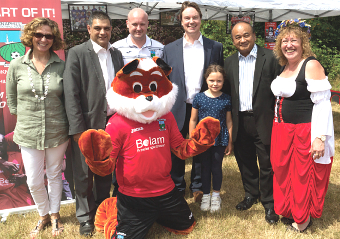 CAN YOU DIG THIS?  – Knaphill Village Show VIPs with Fergie the Fox