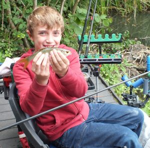 p7-angling-max-caught-a-roach