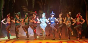 yat-aladdin_janie-dee-and-ensemble